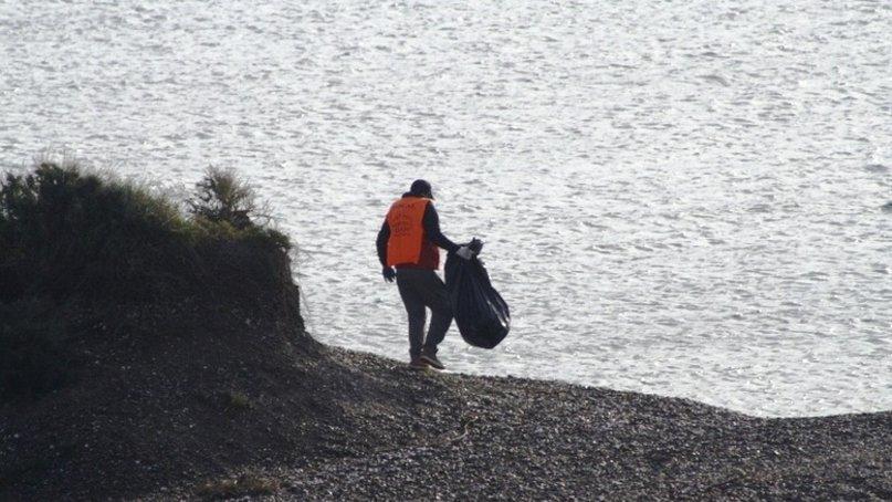 Ambiente junto a la Secretaría de Pesca, impulsaron una intensa jornada de limpieza de playas